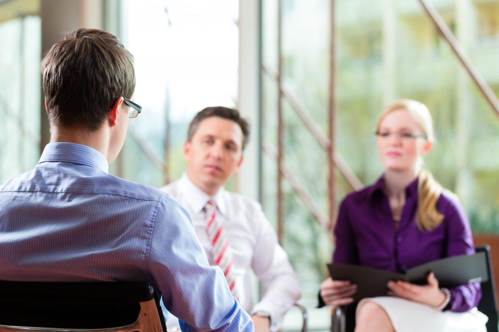 Samtaler og støtte fra to konsulenter.